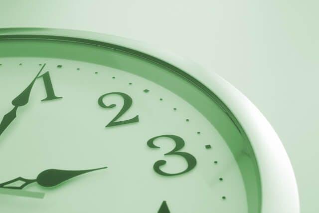 エンジニアの平均労働時間はどれくらい?